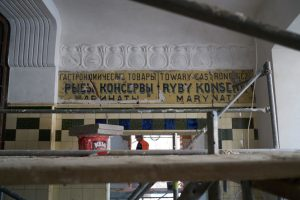 Painted signboard from the Koszyki Market Hall (by TVN Warszawa)