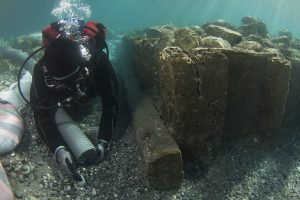 Underwater remains of wooden caisson found at the ancient port of Corinth (by Haaretz)
