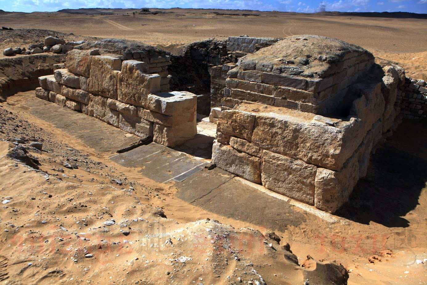 Unknown Egyptian queen's tomb discovered