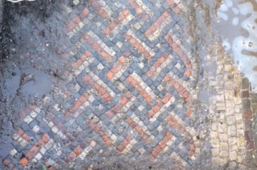 Roman villa with mosaics found in Wiltshire