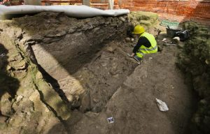 Ancient Roman burial found during subway construction (by PhysOrg)