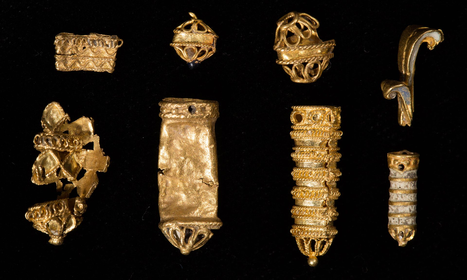16th century gold trove discovered by Thames