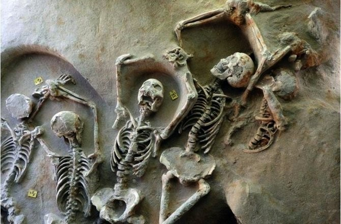 7th cent. BC mass grave found near Athens