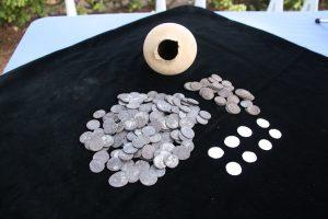 Trove of 200 denarius (by Catalan News Agency)