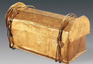 Golden casket in which the supposed skull of Buddha was found (by Live Science)