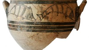 Mycenaean vessel with fish motifs from the grave (by Haaretz)