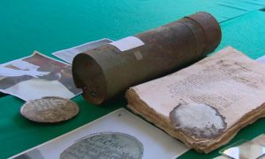 The finds were found inside this metal tube (by TVN24 Wrocław)