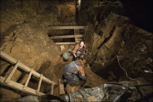 Excavation at the cave (by The Siberian Times)