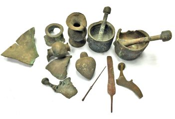 Artefacts of a deceased private collector of antiquities given to archaeologists