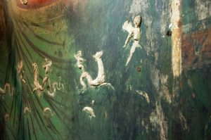 Lavisly decorated frescoes in Positano villa (by Archaeology)