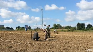 Detectorists searching for artefacts in Stary Czarnów (by Radio Szczecin)