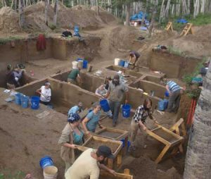 Excavations at Upward Sun River site (by Western Digs)