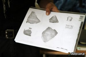 Documentation of pottery vessels found during excavations (by Olsztyn.com.pl)