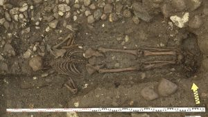 Burial of a man facing the bottom (by PhysOrg)