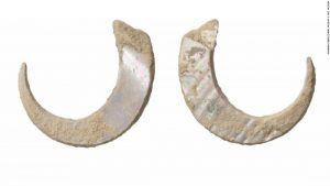 23000-years-old fish hooks (by CNN)