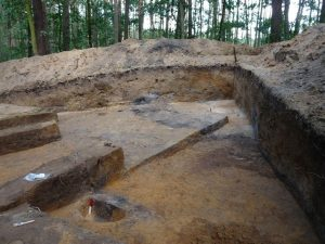 Excavations of the mounds (by Romualda Bartkowiak)
