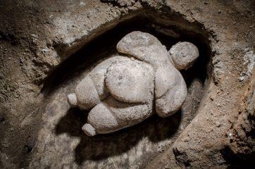 """Neolithic """"Venus"""" figurine found in Çatalhöyük"""