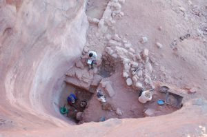 Excavation of the water shaft used for water collection (by Haaretz)
