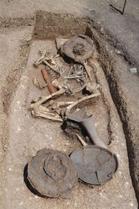 Double burial of two headless individuals (by Katarzyna Pawłowska)