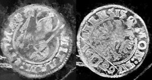 X-ray image of some of the coins from the purse (by PhysOrg)