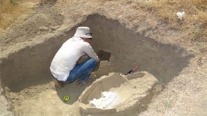 Excavations at Tarkhanabad Mound (by Iran Daily)