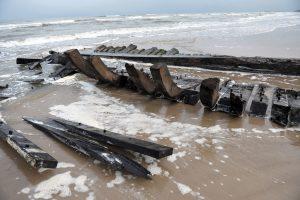 The wooden wreckage (by Marcin Bielecki)