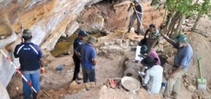 Excavations in Sri Lanka (by Sunday Observer)
