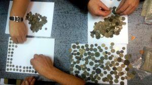Examination of the coins (by Komenda Powiatowa Policji w Pile)