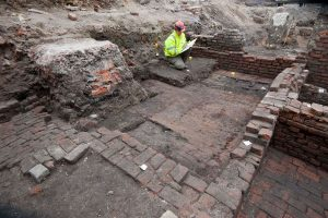 Excavation of the Curtain Theatre (by Museum of London Archaeology)
