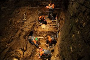 Excavations in the cave (by The Siberian Times)