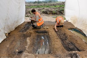 Exploration of numerous graves (by Museum of London Archaeology)