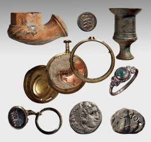 Various items from the wreckage (by Haaretz)