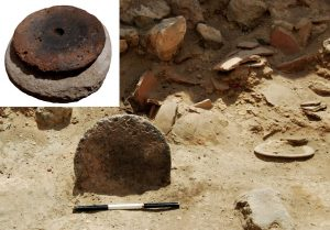 Pottery wheel found at the site (by Lorenzo Nigro)