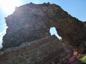 Walls of the Roman bath (by Novinite)