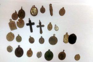 Crosses and scapulars (by Komenda Powiatowa Policji w Pile)