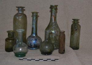 Glass apothecary vessels (by Wyborcza)