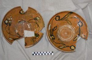 Pottery plates (by Wyborcza)