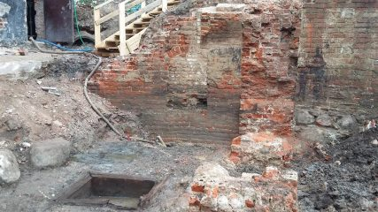 Construction site reveals a Gothic basement and numerous artefacts