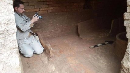 Accidental discovery of Assyrian tomb