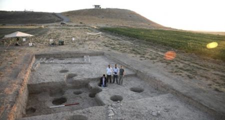 Assyrian finds from a mound by the Tigris River
