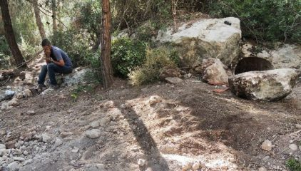 Hiker helps detain antiquities robbers
