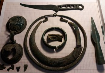 Farmer discovers artefacts from 10th cent. BC at his field