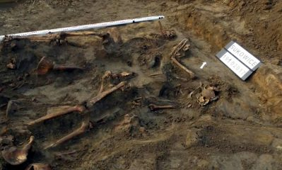 Remains of 125 soldiers discovered in a mass grave