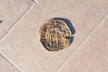 Gold treasure found in a hillfort on a Swedish island