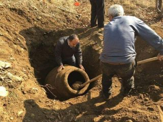 Huge Roman pithos discovered by a farmer