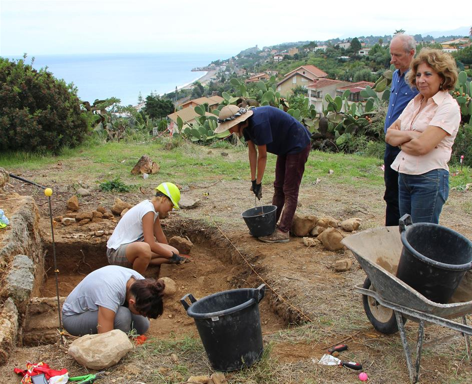 Unknown graves found beside a medieval church in Sicily