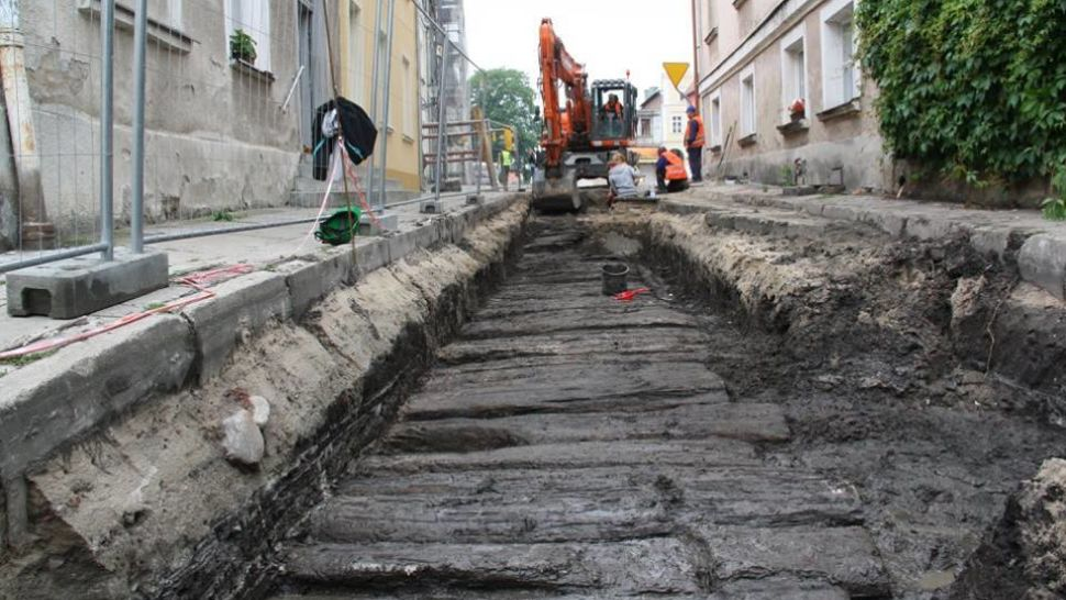 Wooden tract discovered under modern road in Northern Poland