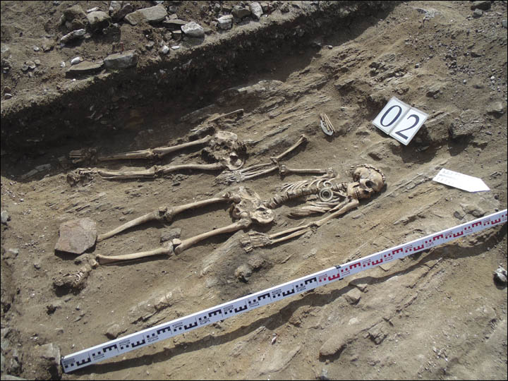 Couple buried holding hands 5000 years ago in Siberia