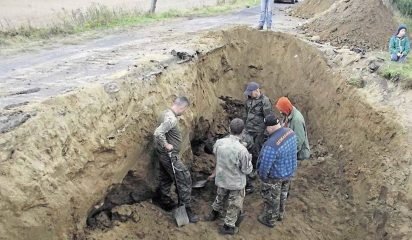 Team of detectorists found a buried German Nazi Panther tank