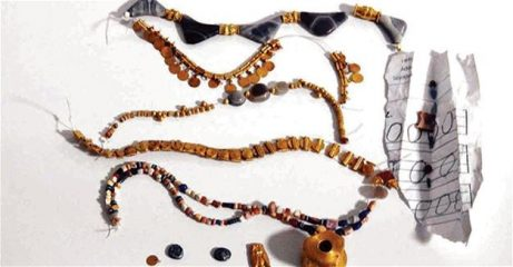 Hellenistic jewellery seized in illegal excavations